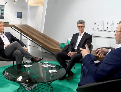 Arburg experts Werner Faulhaber (left) and Oliver Giesen (middle) discussing the efficient use of production machines with host Guido Marschall, Plas.TV, on 25 February 2021
