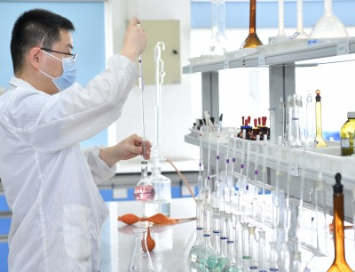 Technician at Da Chang Sha site detecting and analyzing the main content of battery materials