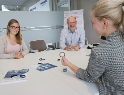 Lena Eberspach, Rainer Kreiselmaier and Sina Etter (f.l.t.r.) from Freudenberg Sealing Technologies discuss the new products of the company's hygienic sealing solutions portfolio