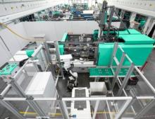 The hybrid Allrounder Cube 1800 with compact cube mould achieves more than double the output quantity of a conventional machine of the same size with rotary mould