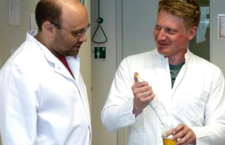Andreas Dunkel (left) and Christoph Hofstetter in their laboratory